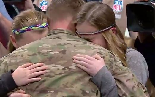 Soldier returns to surprise his daughters at Rams-Giants game in touchingvideo